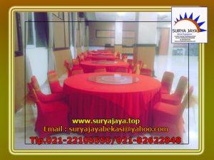 Menyewakan Kursi Dan Meja Bundar Dengan Cover Merah